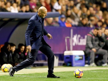 Zidane, ante el Levante
