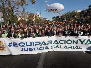 Manifestación convocada por JUSAPOL en Sevilla para reivindicar la equiparación salarial entre los cuerpos de seguridad del Estado