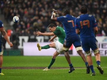 Jonathan Sexton ejecuta su histórico 'drop' para ganar a Francia en París