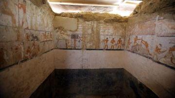 Hallan la tumba de una alta funcionaria del Imperio Antiguo faraónico junto a las pirámides