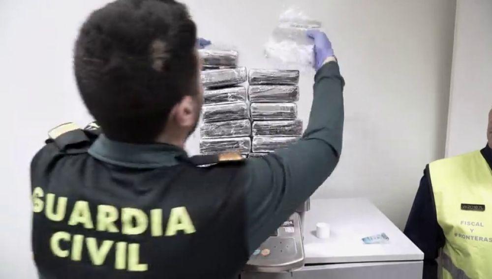 La Guardia Civil intercepta un alijo de cocaína en Barajas