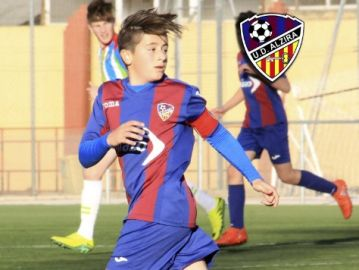 Nacho Barberá, jugador del equipo cadete de la UD Alzira