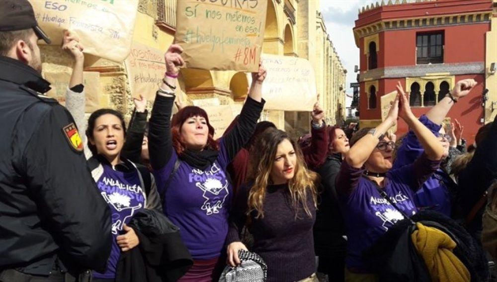 Imagen de las mujeres protestando en Córdoba