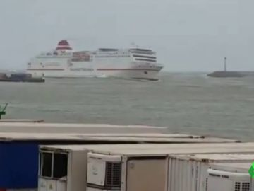 Rescatan cerca de una veintena de cadáveres frente a las costa de Melilla después de que un ferry de de pasajeros diera la voz de alarma