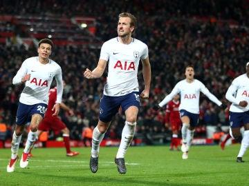 Harry Kane celebra el 2-2 definitivo en Anfield ante el Liverpool