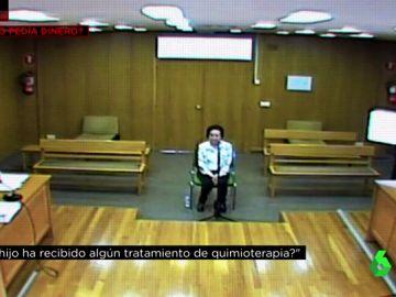 La madre de Paco Sanz durante el juicio
