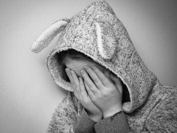 Una niña llorando