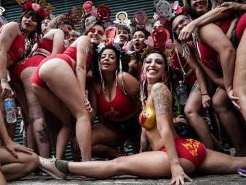 Un grupo de mujeres que posa durante una manifestación en contra del acoso sexual en Sao Paulo