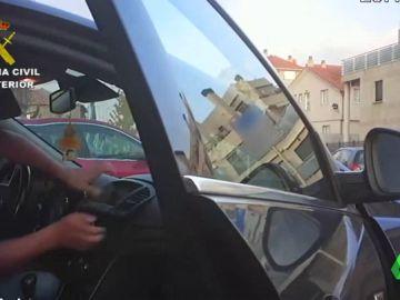 Una cámara oculta de la Guardia Civil graba el escondite de droga de unos presuntos narcos gallegos