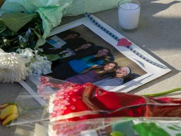 Flores y velas por las víctimas de la matanza en el instituto de Florida