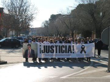 """Cabecera de la manifestación convocada esta tarde en la localidad ciudadrealeña Herencia, """"para pedir justicia"""" por Gonzalo Buján"""
