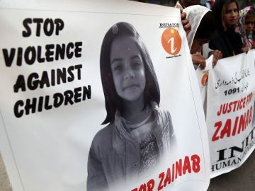 Manifestaciones en reacción a la violación y asesinato de una niña de 7 años en la ciudad de Kasur, en Karachi (Pakistán)