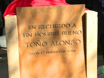 Placa homenaje a José Antonio Alonso