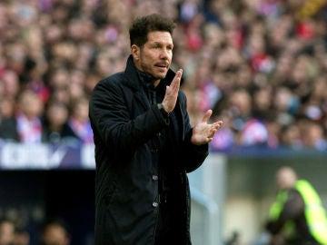 Simeone aplaude desde la banda