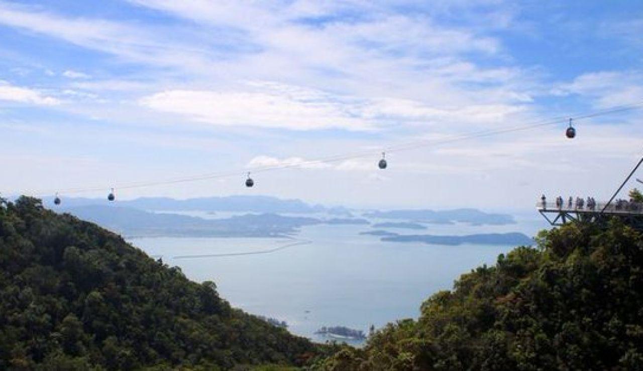 Imagen del Langkawi Skycab, el teleférico averiado en Malasia durante horas