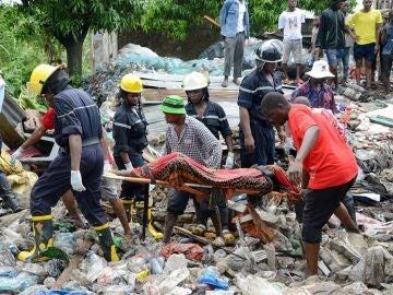 Hasta 17 personas mueren en la capital de Mozambique sepultadas por alud de basura