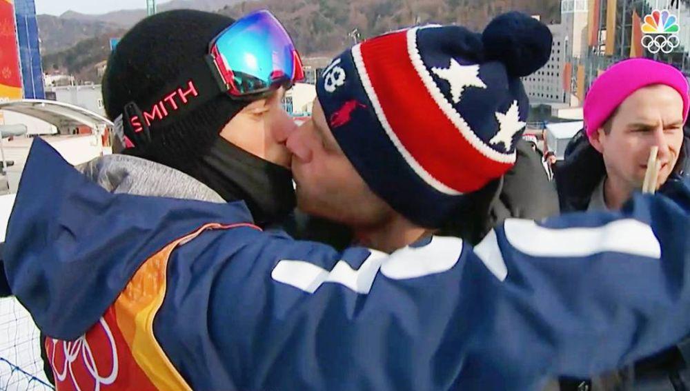 Gus Kenworthy besa a su novio durante los Juegos de Invierno