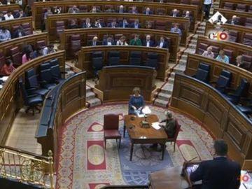 Bancada del Gobierno vacía durante el debate de la ley de igualdad salarial