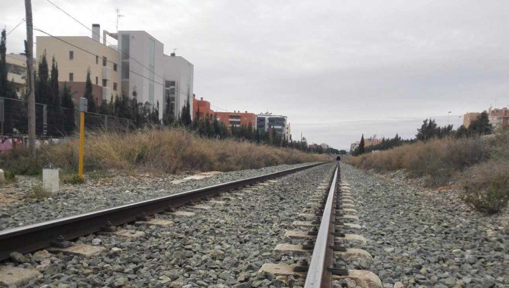 Muere joven tras ser obligado a saltar de un tren en marcha