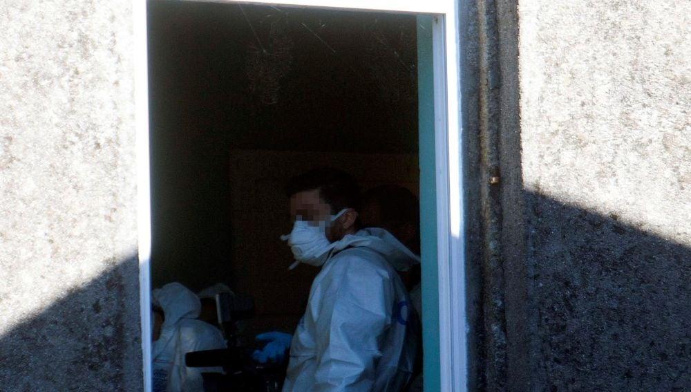 Vista de una ventana de la casa registrada por la Policía en el caso de Sonia Iglesias
