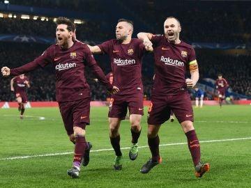 Jordi Alba celebra el gol del Barça con Messi e Iniesta