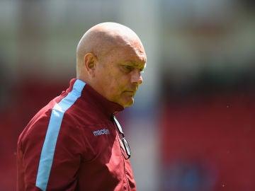 Ray Wilkins, durante un entrenamiento del Aston Villa