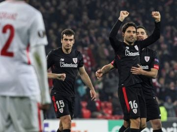 Etxeita celebra su gol ante el Spartak