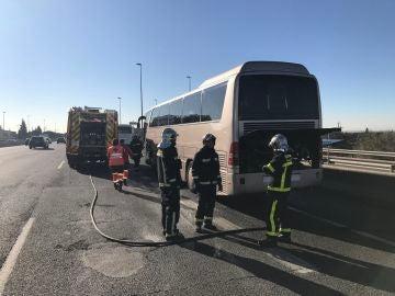 Los Bomberos de la Comunidad de Madrid han extinguido un incendio en un autobús escolar