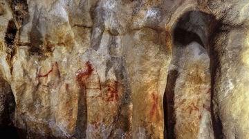 Pinturas en la cueva de La Pasiega, Cantabria, realizadas por neandertales