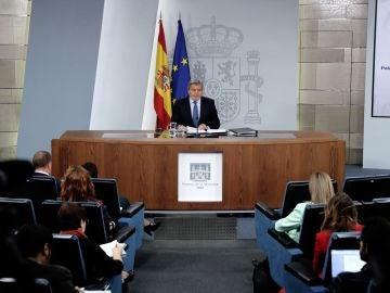 Íñigo Méndez de Vigo ante los medios
