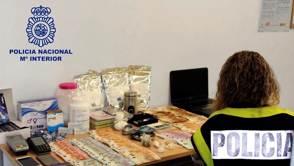 Fotografía facilitada por la Policía Nacional que ha desarticulado en Granada una organización