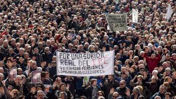 Miles de jubilados y pensionistas,convicados por la plataforma de asociaciones de jubilados, viudas y pensionistas de Bizkaia