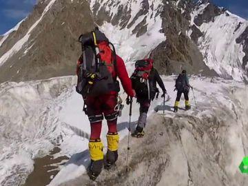 Los hermanos practicando alpinismo