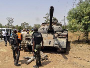 Tanque utilizado por miembros del grupo yihadista Boko Haram