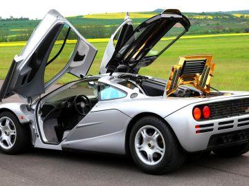 McLaren-F1-gris-todas-las-puertas-abiertas.jpg