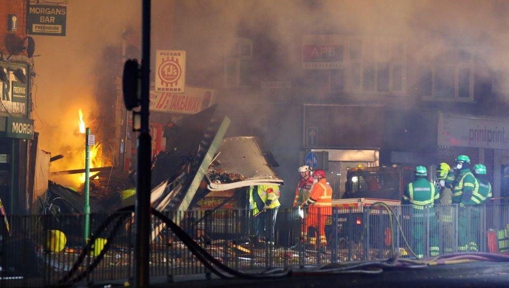 Los servicios de Emergencia acuden al lugar de la explosión