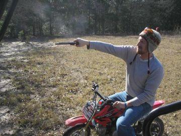 Skyppy vive en Portland (Oregon), pero creció rodeado de armas en Texas.