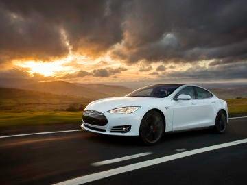 Tesla-Model-S-2016-01.jpg