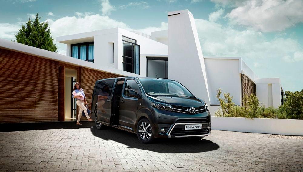 Toyota-Proace-Verso-VIP-2.jpg