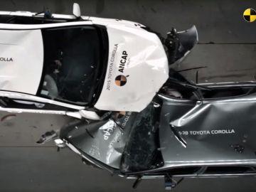 crash-test-corolla-98-auris-2015-0517-01.jpg