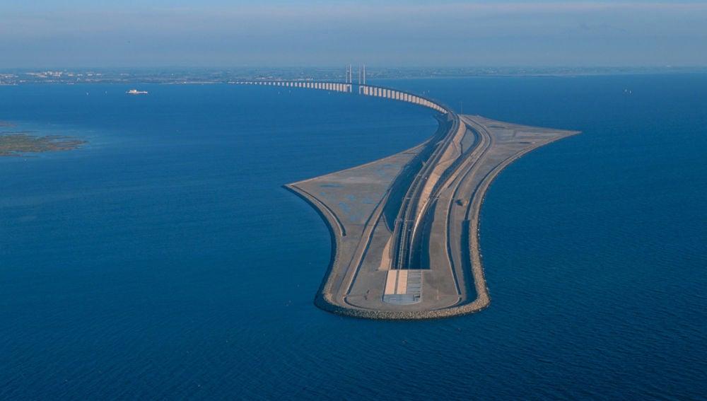 tunnel-bridge-oresund-link-artificial-island-sweden-denmark-fb.jpg