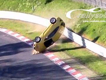 opel-astra-accidente-nurburgring-0517-01.jpg