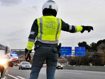 guardia-civil-control-trafico-2017-01-e1491462820802.jpg