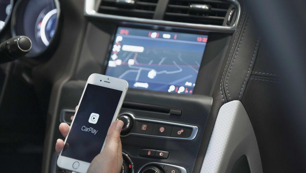 DS-4-Apple-carplay-1215-01.jpg