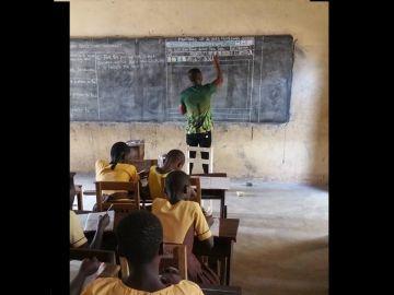 Owura Kwadwo impartiendo clase en Ghana