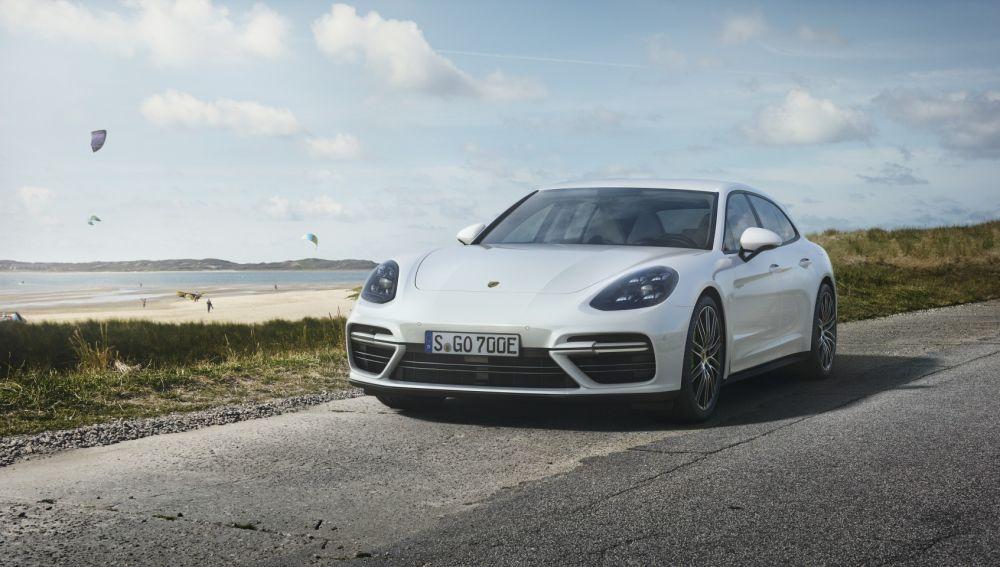 Porsche-Panamera-Turbo-S-E-Hybrid-Sport-Turismo-2017-5.jpg