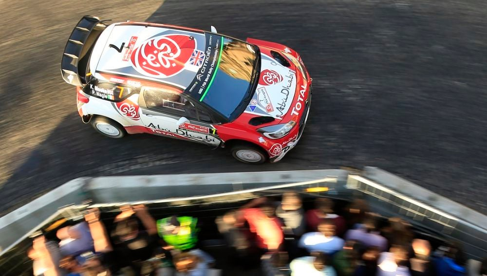 Un coche de rally, en acción