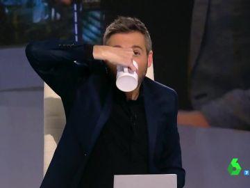 """El intento de Frank Blanco de beber agua """"marcando bíceps"""" a lo Mario Casas"""