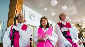 Feligreses de la Iglesia Santuario se aferran a sus fusiles de asalto AR-15