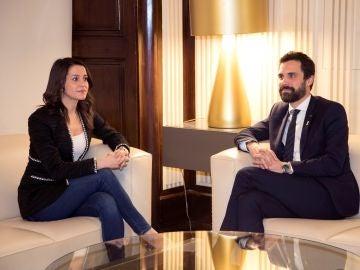 El presidente del Parlament, Roger Torrent, junto a la líder de Ciutadans, Inés Arrimadas